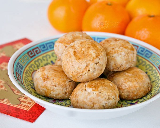 Melt-in-the-mouth gluten free Chinese Peanut Cookies using freshly roasted peanuts and rice flour. They are very easy to make and a treat for sure!