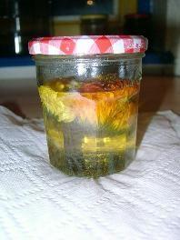 Ringelblumenöl für Ringelblumensalbe selber machen