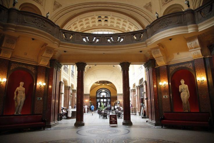 http://www.budapestvoyage.fr/wellness-spas-bains-thermaux-budapest/bains-gellert-budapest #budapest #gellertspa #bainsbudapest