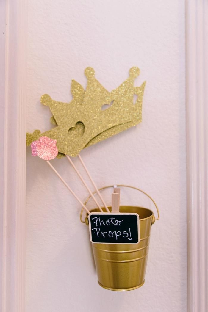 Cute idea for a #womensbrunch for #DaughtersoftheKing launch! #Photobooth!