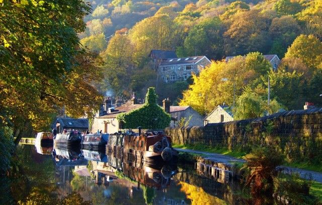 A walk along Rochdale Canal to The Stubbing Wharf pub in Hebden Bridge - This Is Your Kingdom