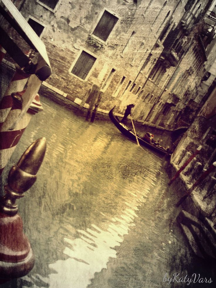 Title:# wonderland# City:Venice