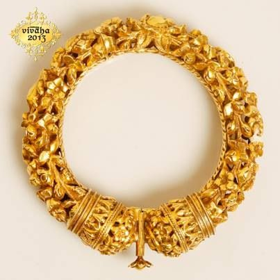 Gold Kada : What a detailed art work.