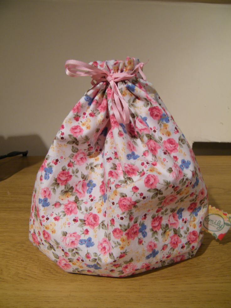 How to make a lined drawstring bag with boxed corners. Drawstring bags are great first projects for teens and even younger children, and this is an excellent tutorial to follow along to when teaching them.