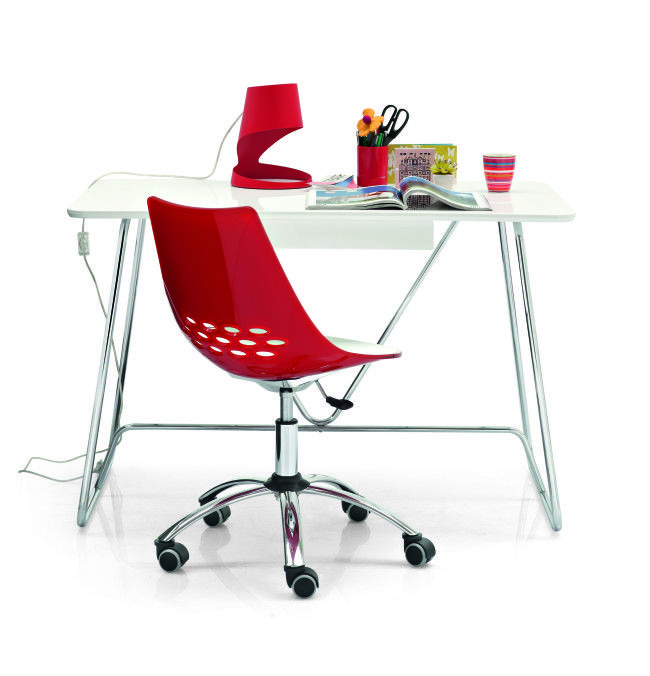Duke is the perfect solution for your study. Features an ergonomic top with rounded corners and a central under-desk drawer. The geometrical frame made from metal-rod gives this desk its distinctive look.