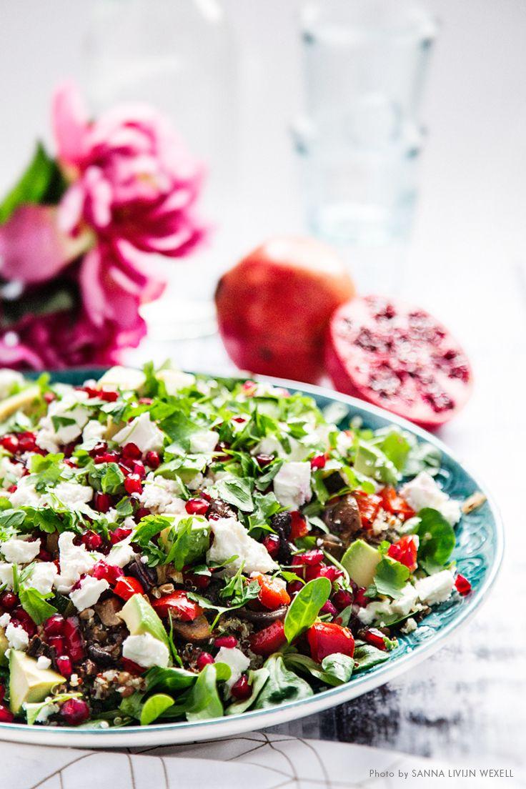 Roasted vegetable salad with goat cheese, avocado and pomegranate. Recipe: Mari Bergman, Photo & Styling: Sanna Livijn Wexell.