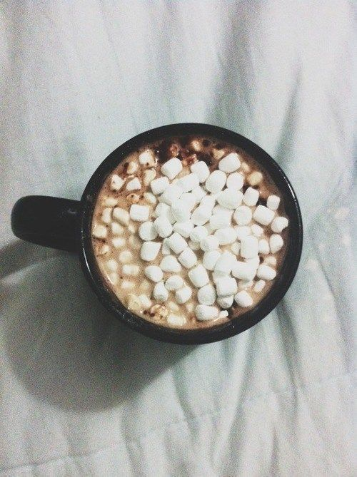 Hot chocolate with mashmallow.... love it♥