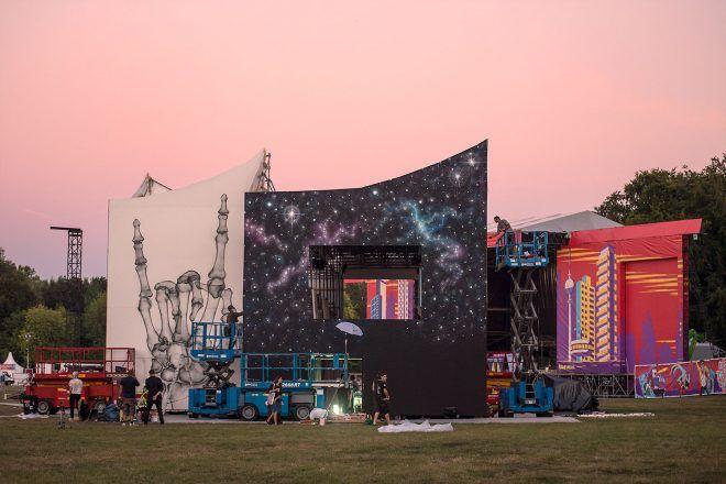 URBAN NATION @ LOLLAPALOOZA 2016 #dreamscape #urbannationberlin #DEIH #LoraZombie #LUDO #SHOK1 #DOME #MarinaZumi #TristanEaton #curiot #moneyless #Urbannation #urbanart #streetart #art #berlin #museumberlin #streetartberlin #urbanartberlin #lollapalooza #lolla #lollaberlin #festival #music #summer #lollapalooza2016