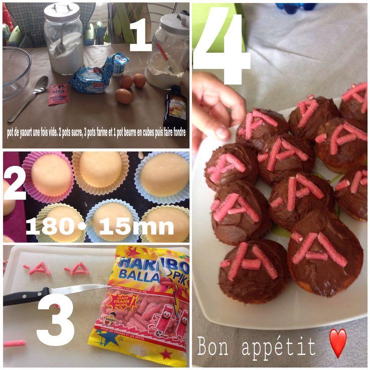 Gâteaux Pretty Little Liars  Ingrédients : 1 pot de yaourt( a utiliser pour la suite( 2 pots sucre 3 pots farine  2 cuiller fleur d'oranger  1/2 sachet levure  3oeufs  125 g beurre fondu  Nutella et bonbons pour deco