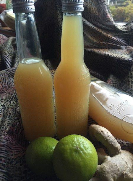 Vi går den kolde tid i møde, så vi skal ha styrket immunforsvaret, ved at starte dagen med en Ingefær Shot :-D Ingefær shot med Gurkemeje rod. - - øko citroner (afhængig af størrelse), Gurkemeje rod, hel ingefær, vand, Rørsukker, Citronerne skæres i skiver; Ingefær skrælles og skæres i tynde skiver. ; Gurkemejerod skylles
