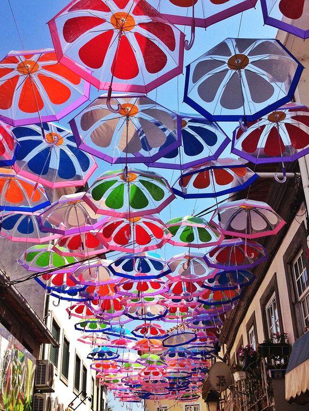 Rua dos Guardas Chuvas - Portugal, sou encantada por essa rua e sim, ela está nos meus planos de viagem.