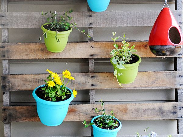 Vertical Pallet Garden | 23 Adorable DIY Ways To Show Off Your Plants