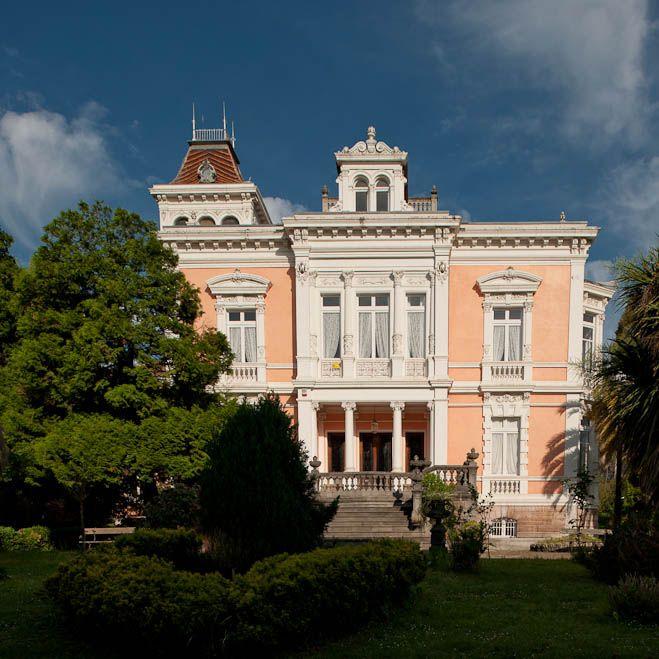El Capitolio o Palacete Velázquez. Finales XIX. Grado, Asturias. España.