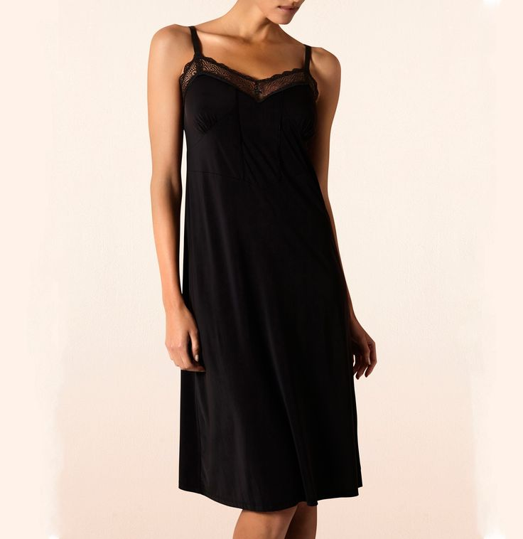 The Intimate Britney Spears, Anemone night gown, 60 €