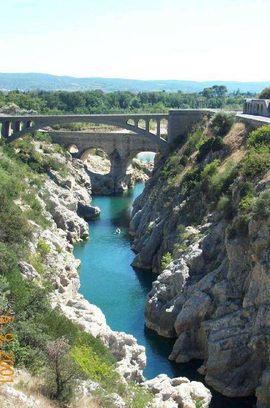 """Hérault. Un des nombreux ponts du Languedoc -Roussillon appelés """"Pont du Diable"""""""