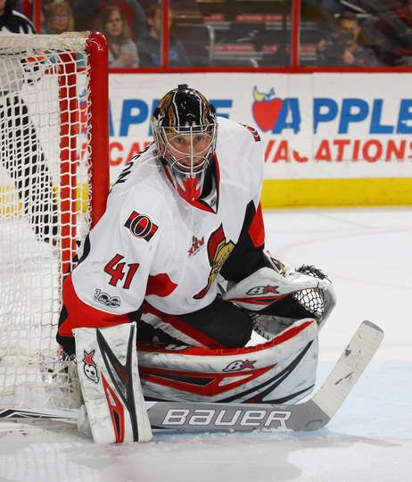 PHILADELPHIA, PA - MARCH 28: Craig Anderson #41 of the Ottawa Senators tends net against the Philadelphia Flyers during the second period at the Wells Fargo Center on March 28, 2017 in Philadelphia, Pennsylvania. (Photo by Bruce Bennett/Getty Images)