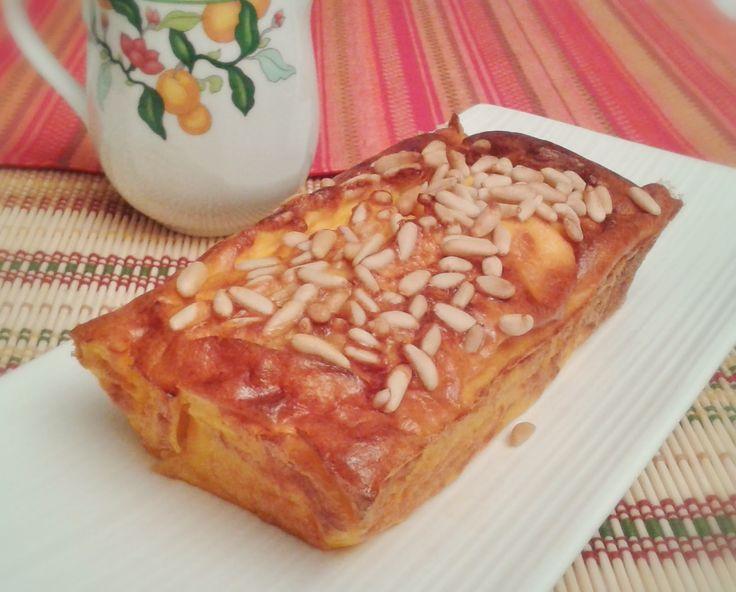 UN LORO EN LA COCINA: Cake salado de calabaza con jamón y piñones