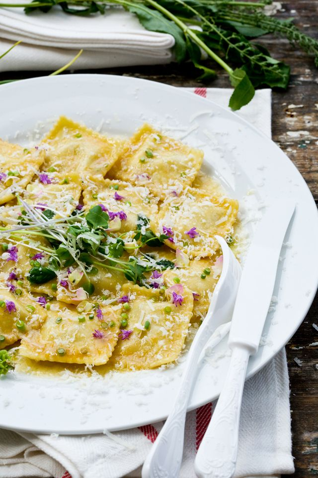 RAVIOLIS CON SALSA DE MANTEQUILLA ESPECIADA (Ravioli in Spiced Butter Sauce) #PastaRellena #CocinarConFlores