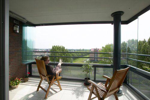 Het @Solarlux_NL balkonbeglazingsysteem biedt bescherming tegen weersinvloeden en geluidsoverlast.