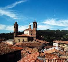 Città di Castello sorge in questa splendida valle, immersa tra colline e pianure verdeggianti, ricca di monumenti e brulicante di vita.