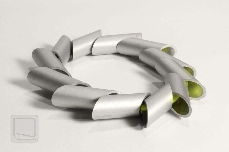 Moderní+náramek+z+hliníku+MNRH03+Stylový+moderní+náramek+ze+segmentů+z+hliníkové+trubky+navlečené+na+gumičce.