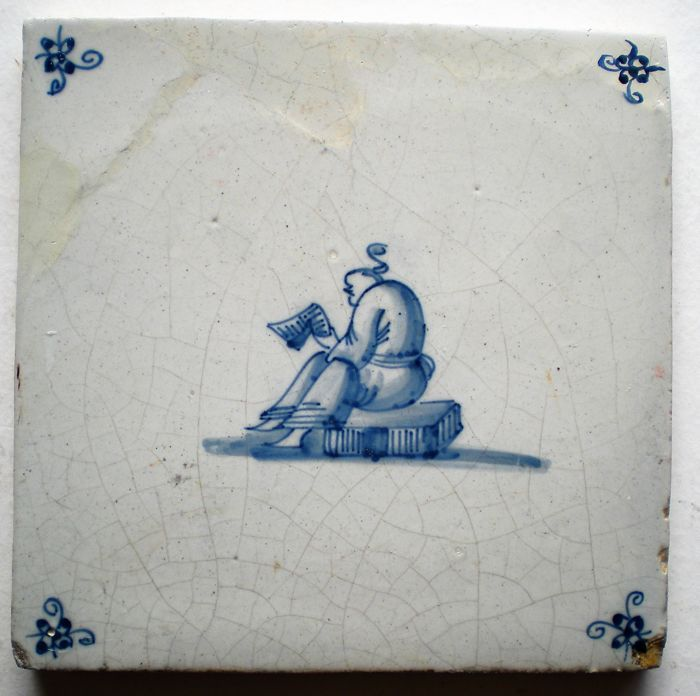 antieke tegel met Chineesjes  Zeldzaam ! Hoekmotief Spinnekop Condities  gerestaureerd  Maten ca 13x13x0,7 cm  GEEN RESTAURATIES IN DE VOORSTELLING