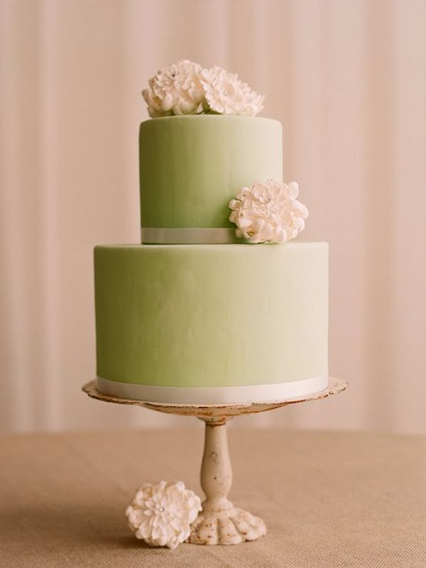 Modern and elegant. Love the green!: Green Cakes, Vintage Wedding Cakes, Color, Simple Cakes, Vintage Cakes, Green Wedding Cakes, Shades Of Green, Cakes Stands, Flower
