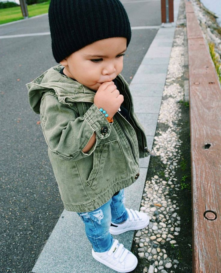 What is your mini rockin' today? : @kate.and.mase #minilicious #adidasoriginals •