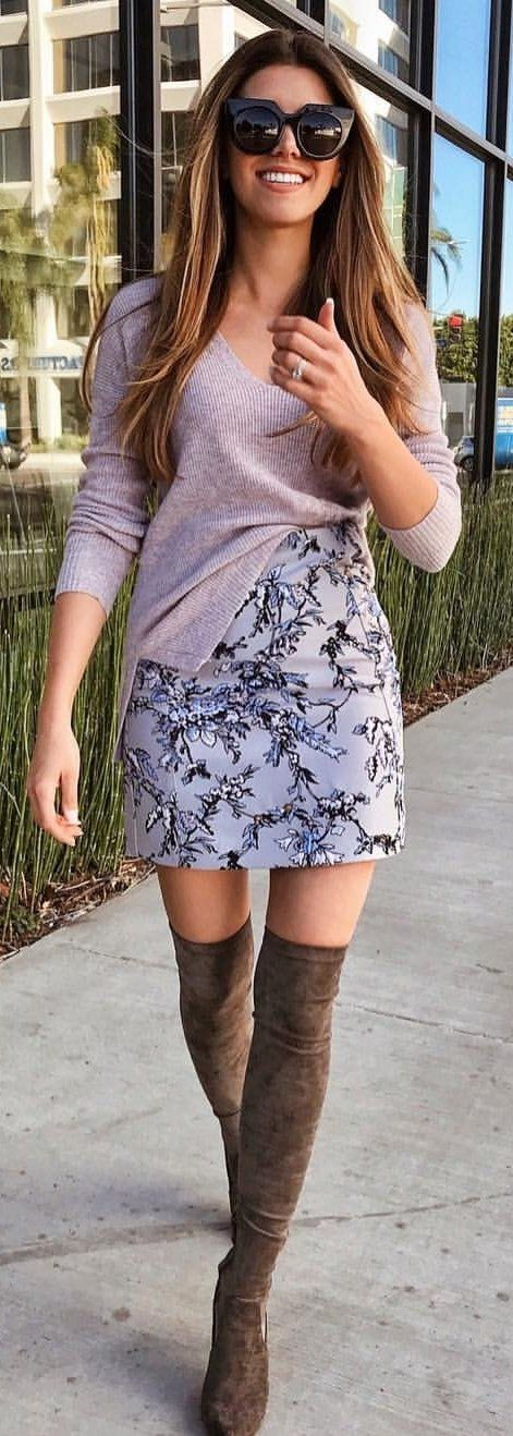 #spring #outfits brown sweater, floral skirt, and pair of brown thigh-high boots outfit. Pic by @thecharmingolive