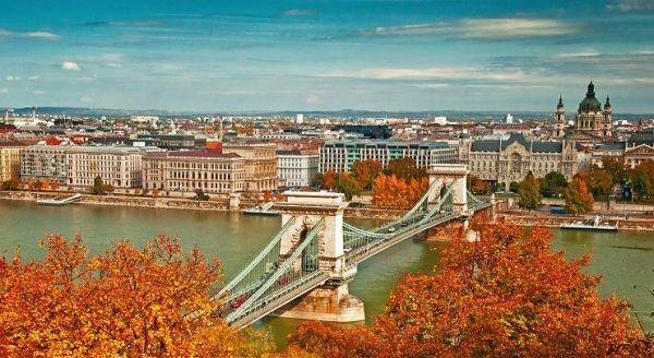Trải nghiệm mùa thu khó quên – Thu Châu Âu   Saigon Travel #Budapest #Hungary #Danube #baroque #architecture #sightseeing #beautifulplace # SaigonTravel #DuLich #whereveryoulike #justgo www.saigon-travel.com