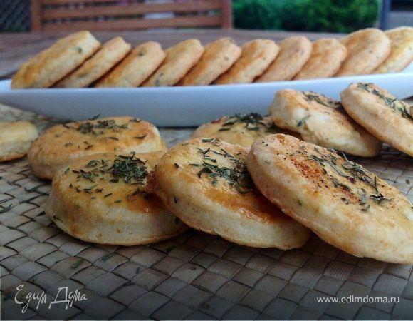 Греческое печенье с брынзой и тимьяном . Ингредиенты: пшеничная мука, разрыхлитель, сахар