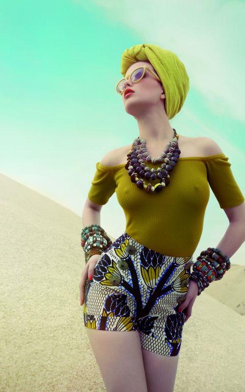 LENA HOSCHEK  Wir können uns nicht sattsehen an HOT MAMA AFRICA: inspiriert von Natur und Menschen des Kontinents begeistert die Kollektion mit ihren intensiven Farben, den prächtigen Mustern und die eleganten Schnitte.