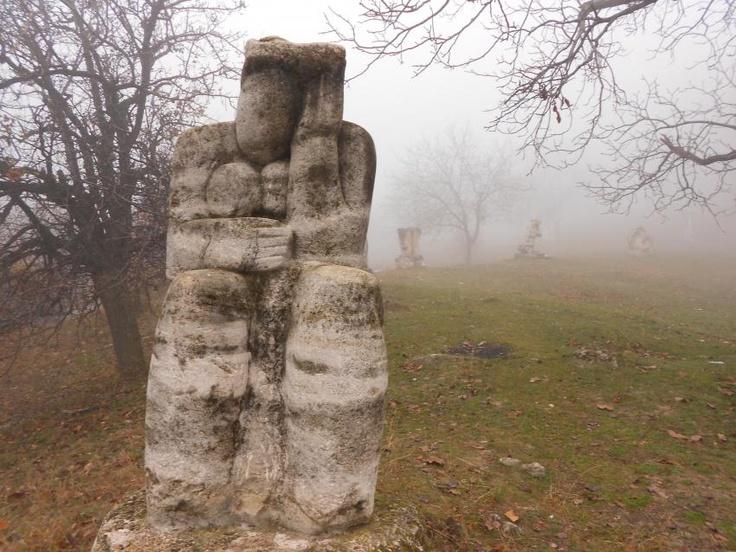 Complexul Magura, cea mai mare expozitie de sculptura in piatra, aflata in natura, din intreaga tara
