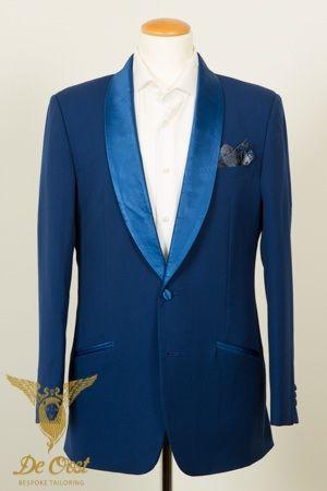 Konings blauwe smoking shawl kraag in Sky Blue Satijn. Royal Blue Shawl Collar Tuxedo with Sky Blue Accents.
