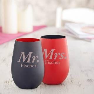 Einfach außergewöhnlich schenken: Unsere Weingläser ohne Stiel - Rot und Schwarz - Personalisiert - Mr und Mrs sind ein schönes Geschenk - ideal als ungewöhnliche Präsente zum Valentinstag oder zur Hochzeit.