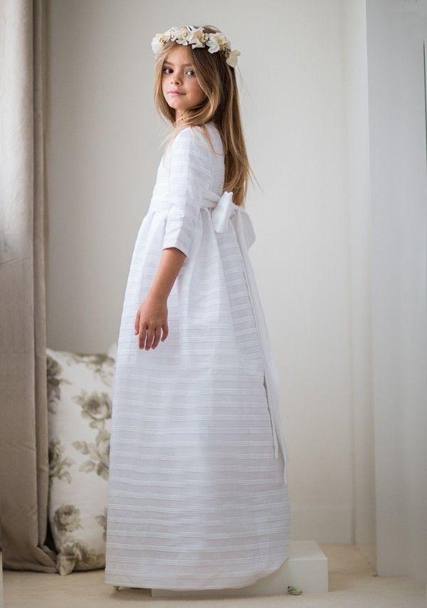 vestido de comunión con tejido plisado color blanco el ideal para