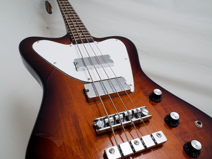 Electric bass BaCH 5 sstring Dark Honeyburst. This is a *special edition*. You can buy online.