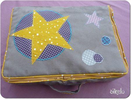 Aïkelo / magnifique valise selon le tuto de Pöm le bonhomme et les mesures des chiffonneries du chat - 07/06/13