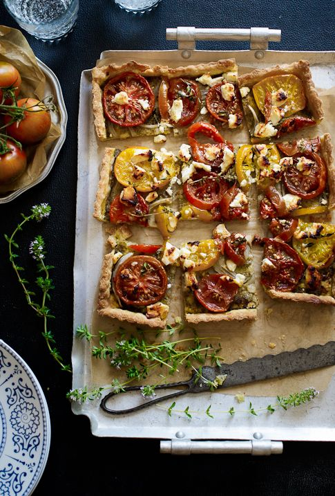 Hartige taart met tomaat, pesto en geitenkaas - Tomato Tart with Pesto and Goat Cheese #recept