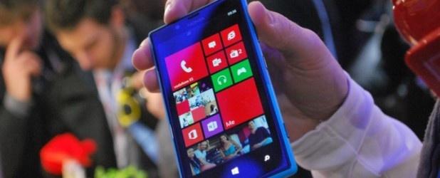 Wprawdzie to wciąż nie są liczby bliskie aktualnym liderom rynku, ale warte odnotowania, że sprzedaż smartfonów Nokia Lumia wzrosła po raz trzeci z rzędu,,, http://www.spidersweb.pl/2013/04/rekordowa-kwartalna-sprzedaz-marki-nokia-lumia.html