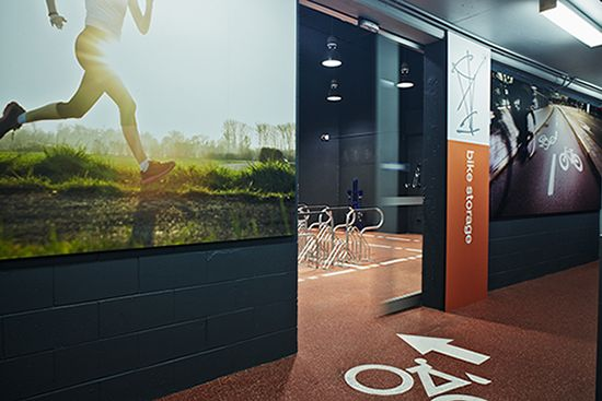 The facility caters for and encourages the building's users to ride/walk/run to work, with capacity for 200 bikes. Published on AFR: http://www.afr.com/real-estate/sydney-offices-pump-millions-into-upgrading-cycling-facilities-20150416-1mioba