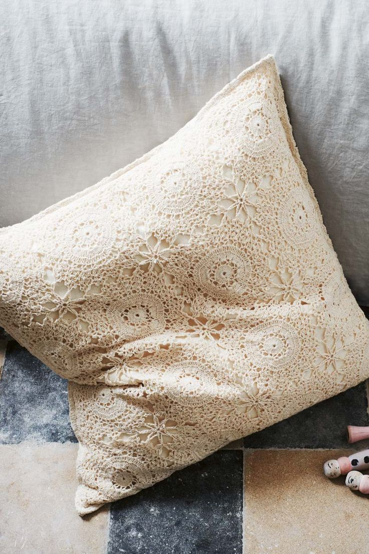 crocheted lace pillow <3 romantic and perfect.