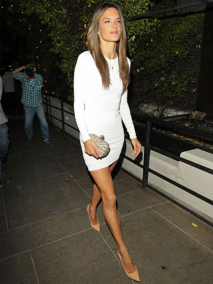 White bodycon Dress with nude heels. Alessandra Ambrosio. #streetstyle