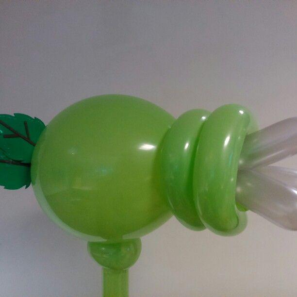 Plantas vs zombies figuras hechas con globos - Como hacer figuras con globos ...