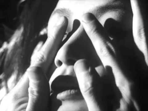 """""""Yokoku"""" (1966). Dir, Yukio Mishima. Basado en el cuento """"Patriotismo"""" de Yukio Mishima. Puedes encontrar el libro en http://absysnet.bbtk.ull.es/cgi-bin/abnetopac?TITN=242058"""