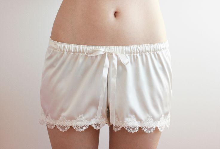 Spodenki do spania L'Orchidée Blanche dla Panny Młodej i nie tylko :) http://pl.dawanda.com/product/91814059-spodenki-do-spania-lorchidee-blanche-panna-moda #underwear #bielizna #lingerie #lebaiser #prezent #gift #pomyslnaprezent #lace #koronka #laceunderwear #bieliznakoronkowa #ecru #ribbon #wstążka #wedding #ślub #spodenki #shorts #piżama #pajama #sleepshorts #nightwear #fashion #pannamloda #bride #wieczórpanieński #model #kobieta #woman #sleepingbeauty