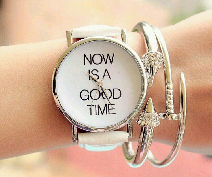 Reloj tendencia 2017 para mujer  Esta temporada, los relojes están de moda. Los veremos de todos los estilos, relojes minimalistas, relojes con correa de cuero, relojes mapamundi, relojes …