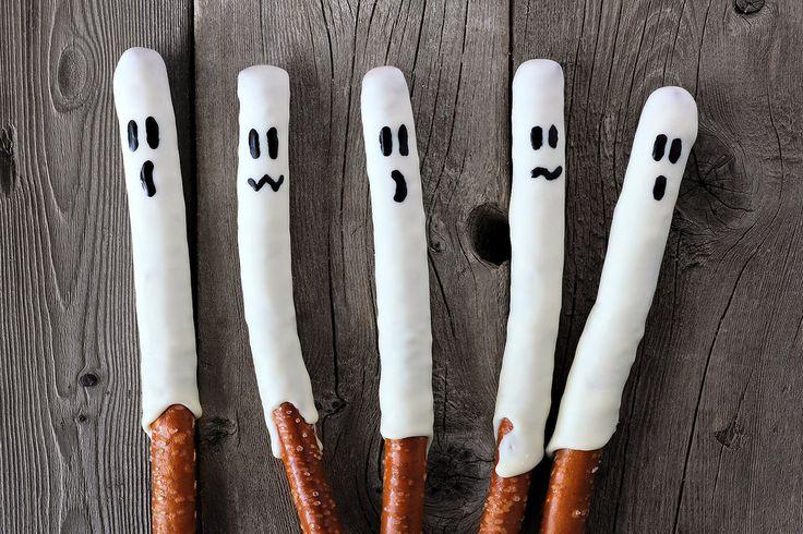 Spooky Snacks: How to Make Quick & Easy Halloween Pretzel Ghosts!