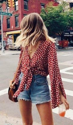 2019 Summer Fashion Outfits - Orange skinny T-shirt with denim shorts 1