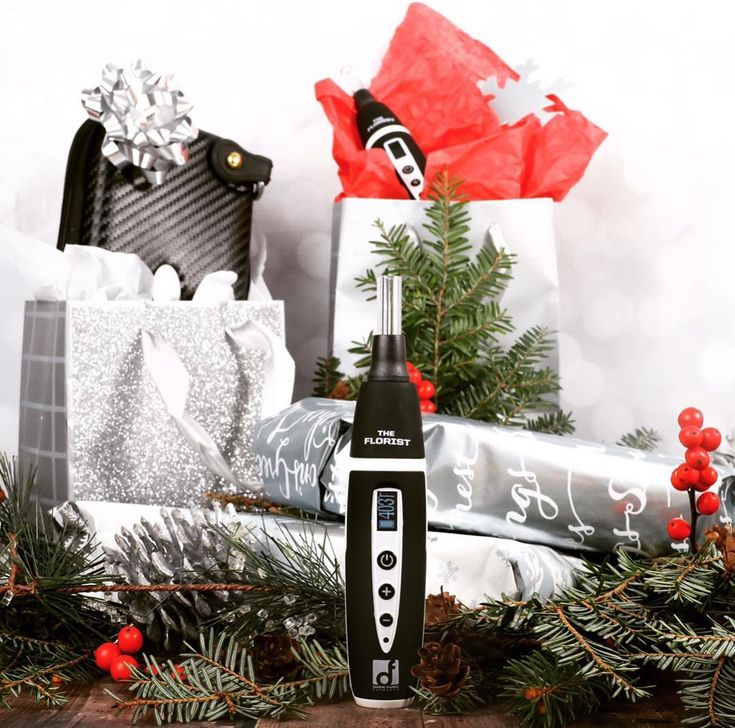 Dank Fungs new innovative Florist Herbal Vaporizer pen makes for a great stocking stuffer and is the perfect solution for a discreet holiday high at grandmas house. Its sleek and allows you to dial in the perfect vape session every time! GET YOURS: dankfungextracts.com #theflorist #dankfung #dankfungextracts #vapelife #holidayhigh #smokeup #tastyterps #weshouldsmoke #sponsored
